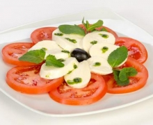 sal. Tomatoes with mozzarella
